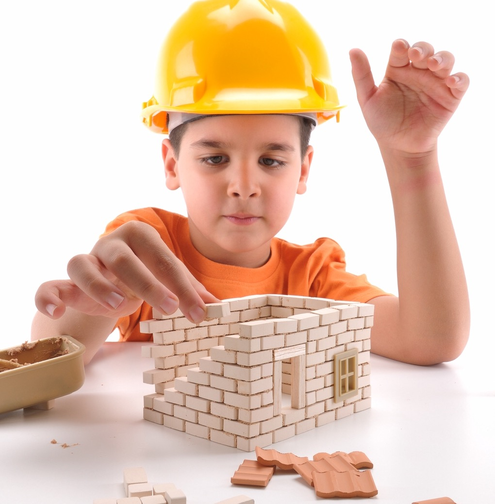kids building with blocks
