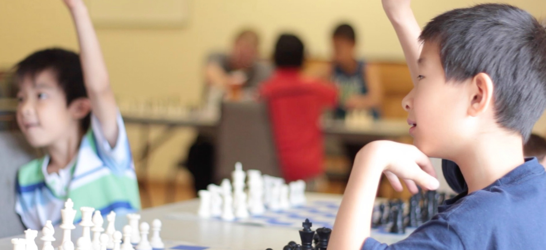 kids learning chess